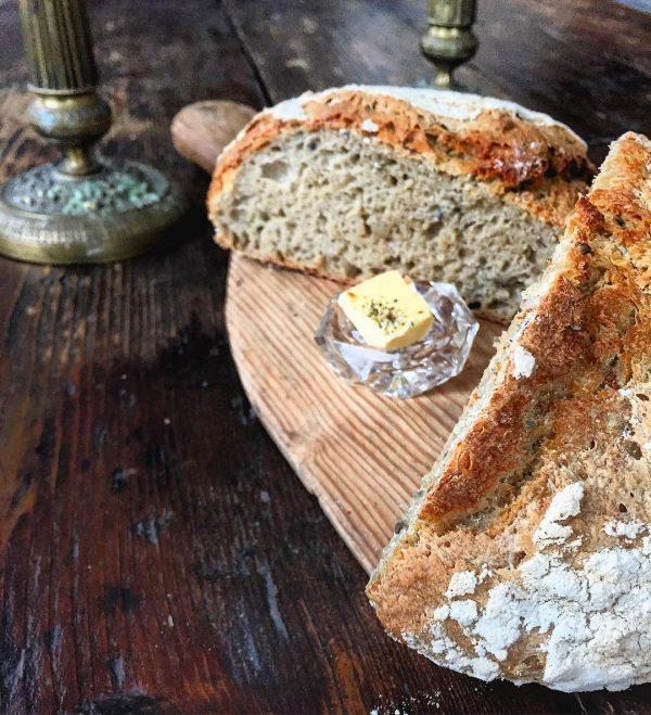 Villa Apollon juurileipä valmistuu ilman hiivaa